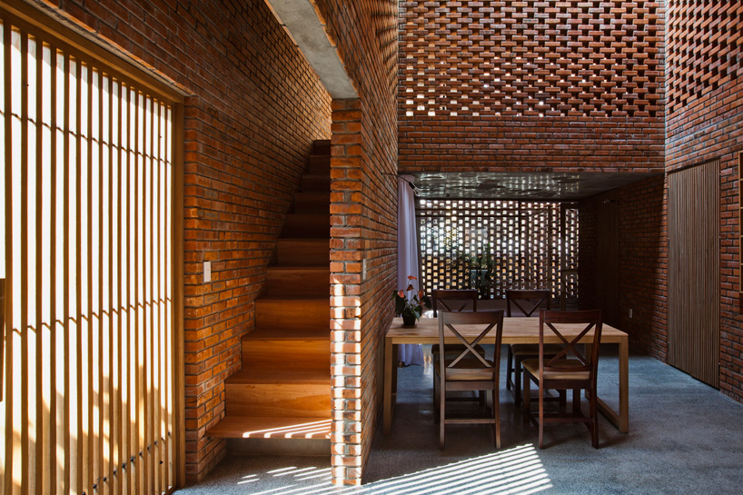tropical-space-brick-termitary-house-da-nang-city-vietnam-designboom-01