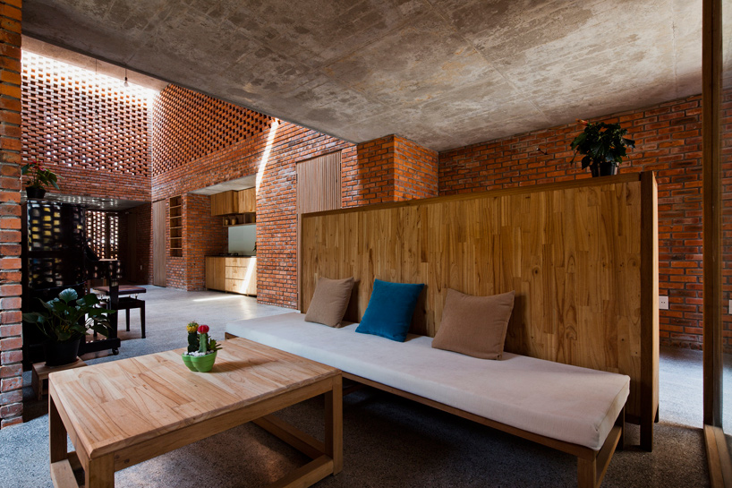 tropical-space-brick-termitary-house-da-nang-city-vietnam-designboom-02