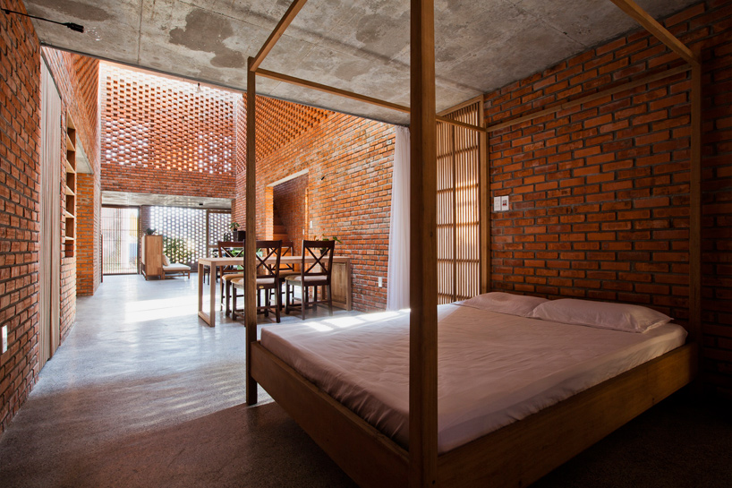 tropical-space-brick-termitary-house-da-nang-city-vietnam-designboom-05