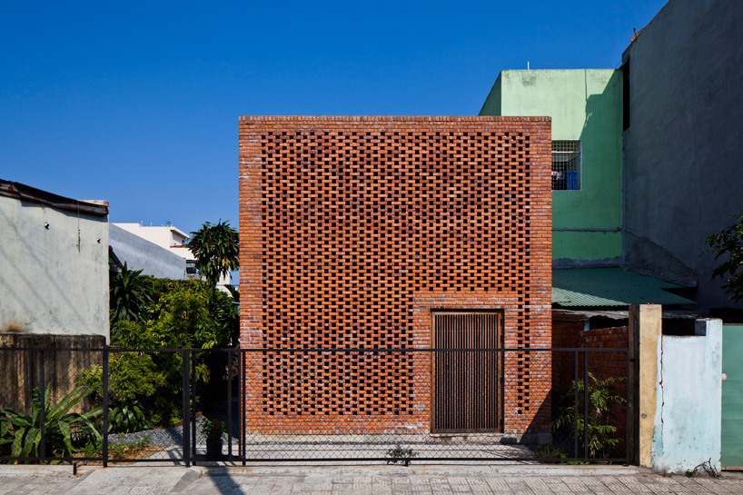 tropical-space-brick-termitary-house-da-nang-city-vietnam-designboom-10