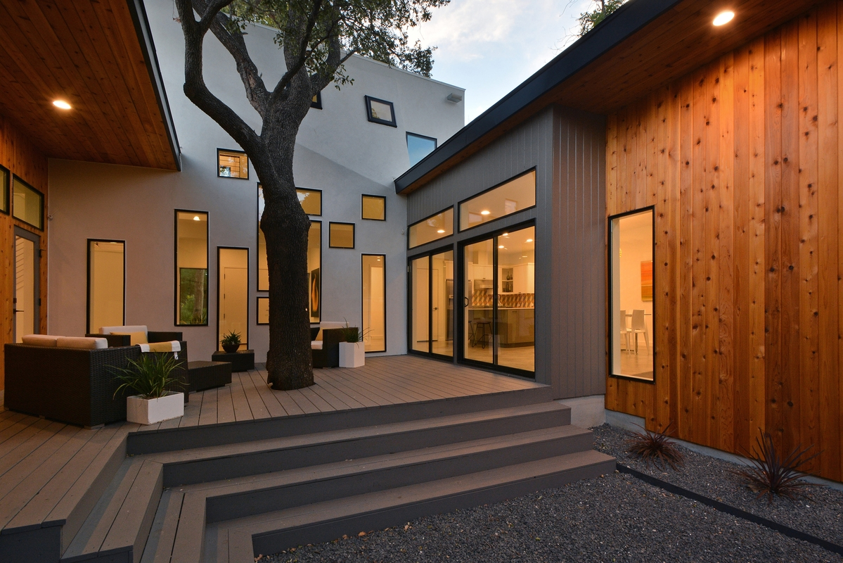 u-shaped-home-trees-passive-light-shade-12