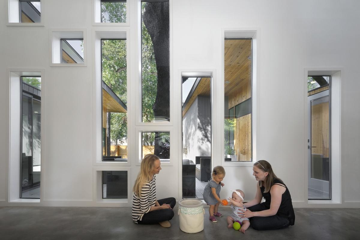 u-shaped-home-trees-passive-light-shade-9