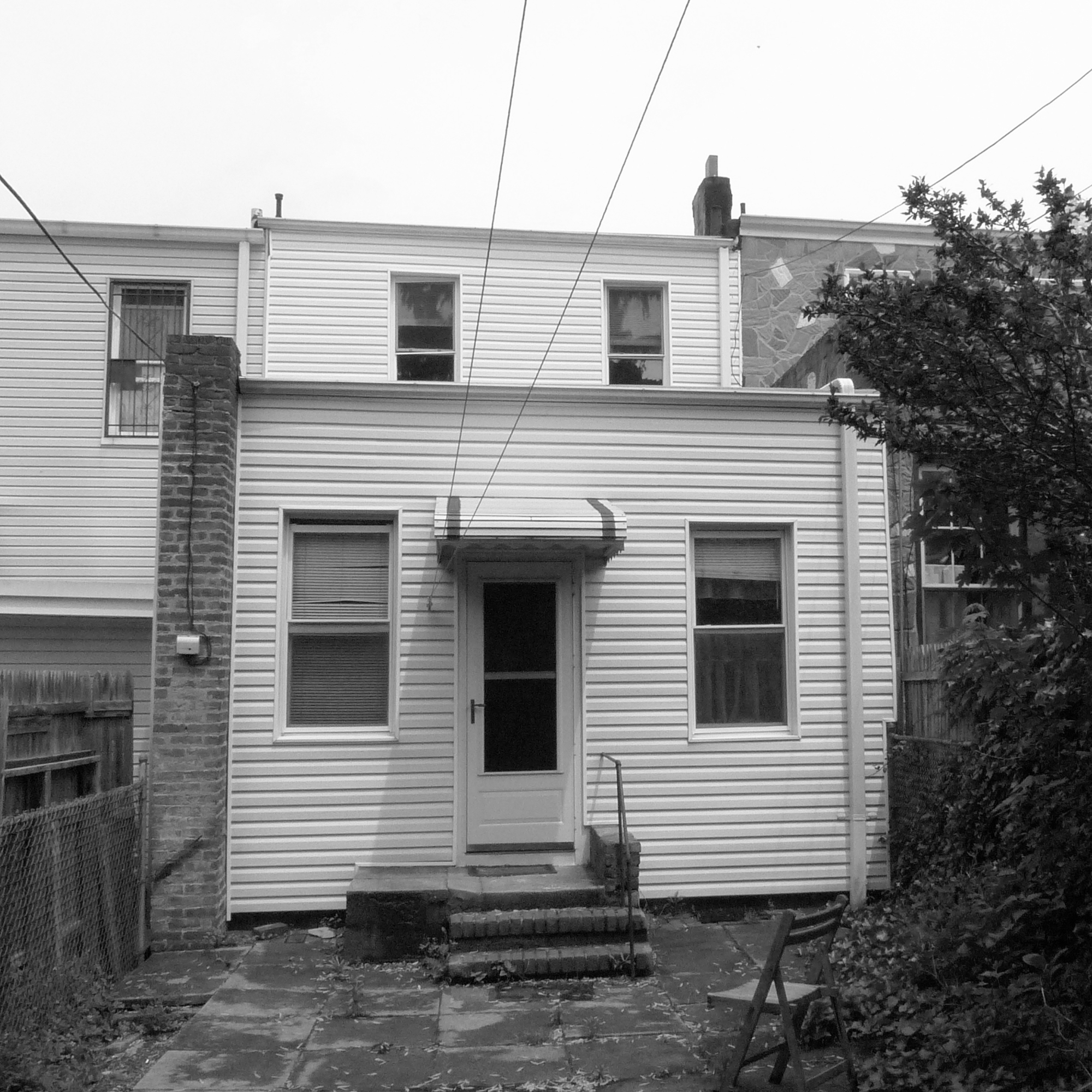 54f79625e58ecee84d0001c1_brooklyn-row-house-office-of-architecture_02_before_facade