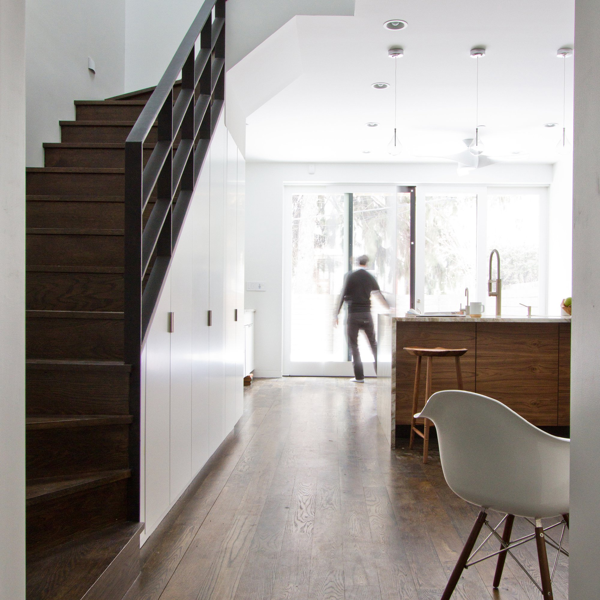 54f79678e58ecee84d0001c3_brooklyn-row-house-office-of-architecture_05_after_livingspace