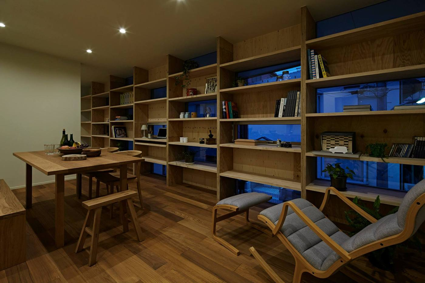 window-shelving-idea-save-space-and-get-privacy-3-thumb-1400xauto-53684
