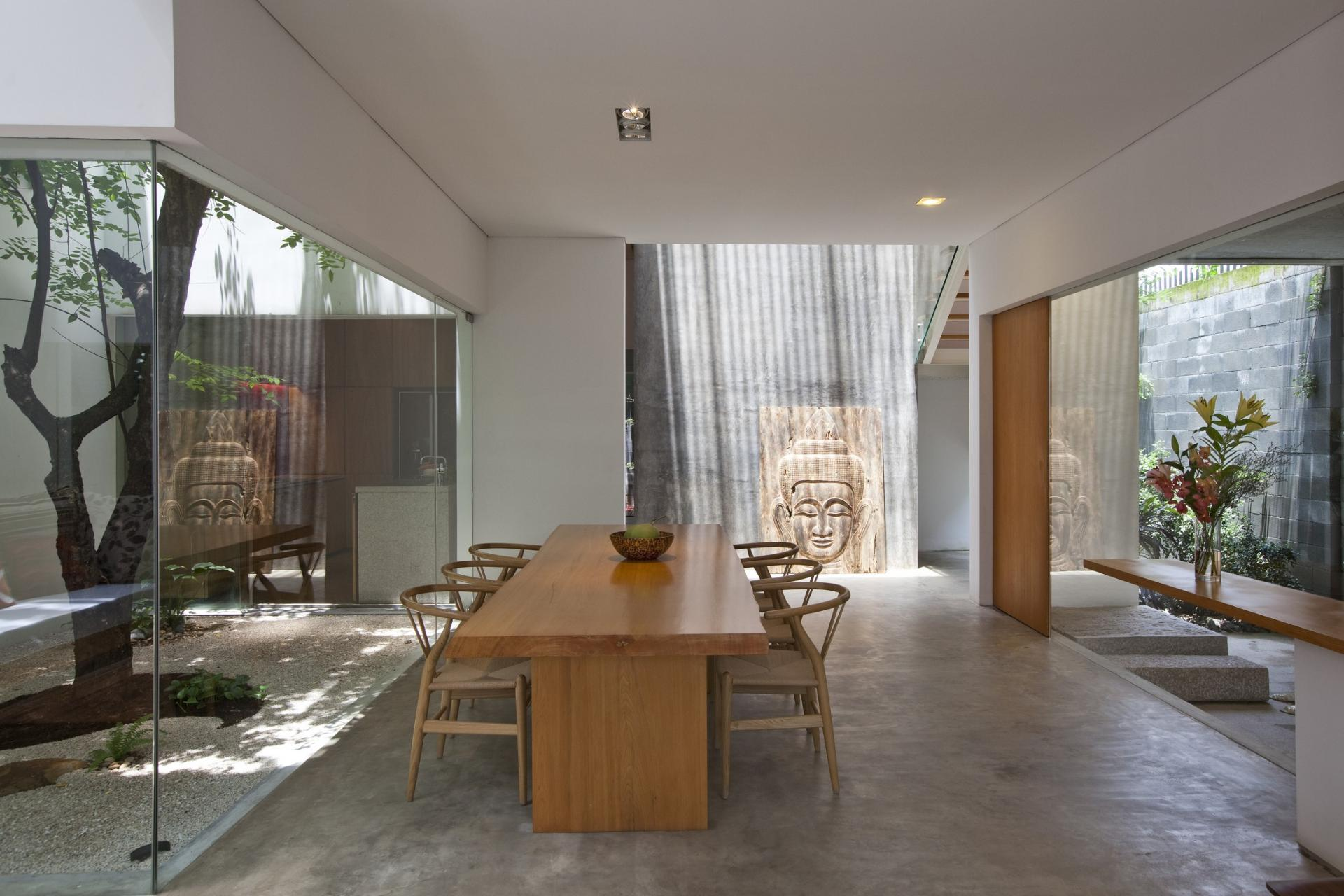 5260dining_room_looking_to_the_garden