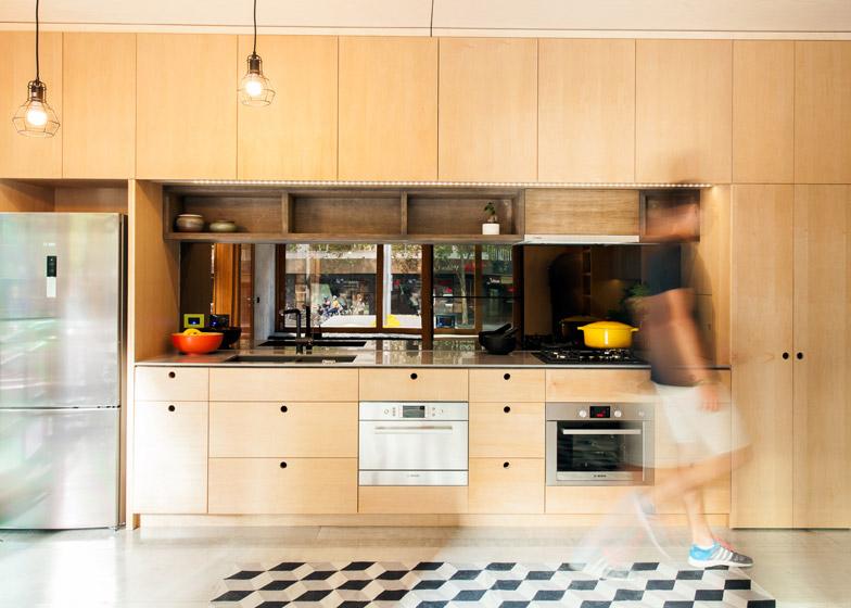 Worlds-First-Carbon-Positive-House-by-ArchiBlox_dezeen_784_0