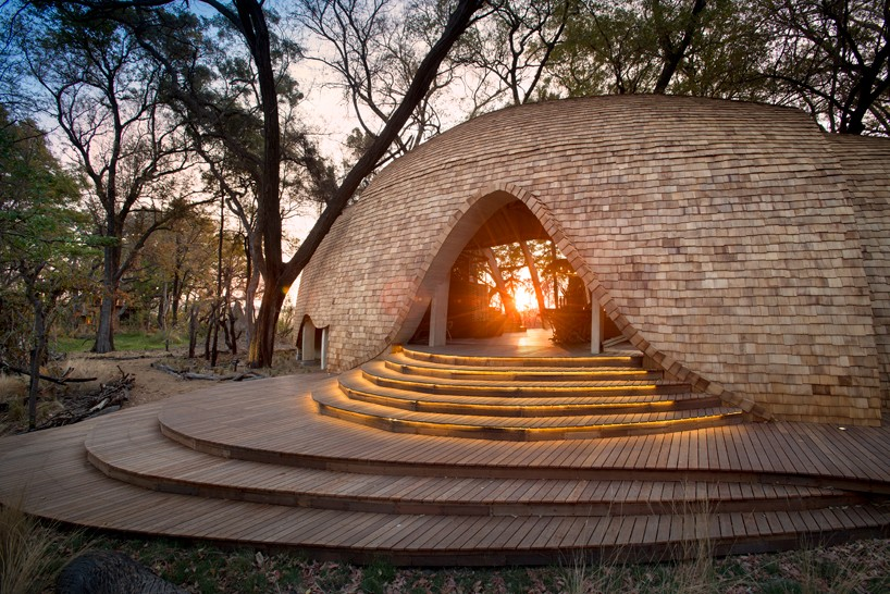 nicholas-plewman-architects-sandibe-okavango-safari-lodge-designboom-01-818x546