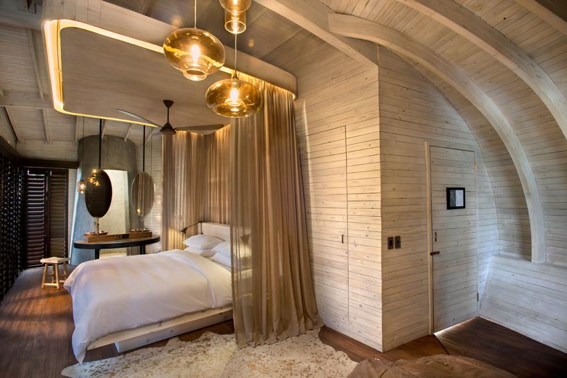 nicholas-plewman-architects-sandibe-okavango-safari-lodge-designboom-08