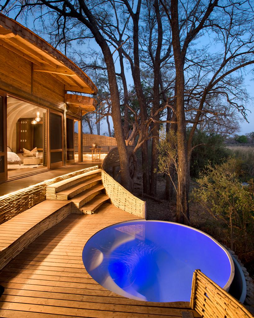 nicholas-plewman-architects-sandibe-okavango-safari-lodge-designboom-12