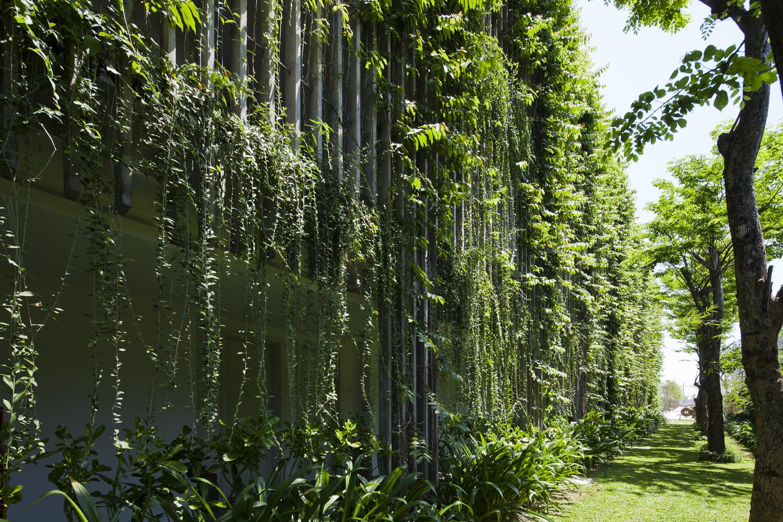 06_green-facade