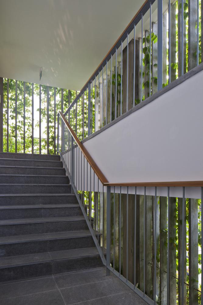 09_staircase-with-green-facade