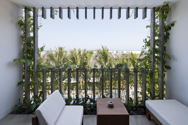 19_green-balcony