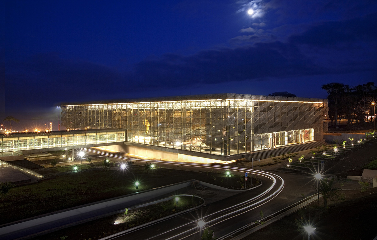 sipopo-congress-center-tabanlioglu-architects-night-view