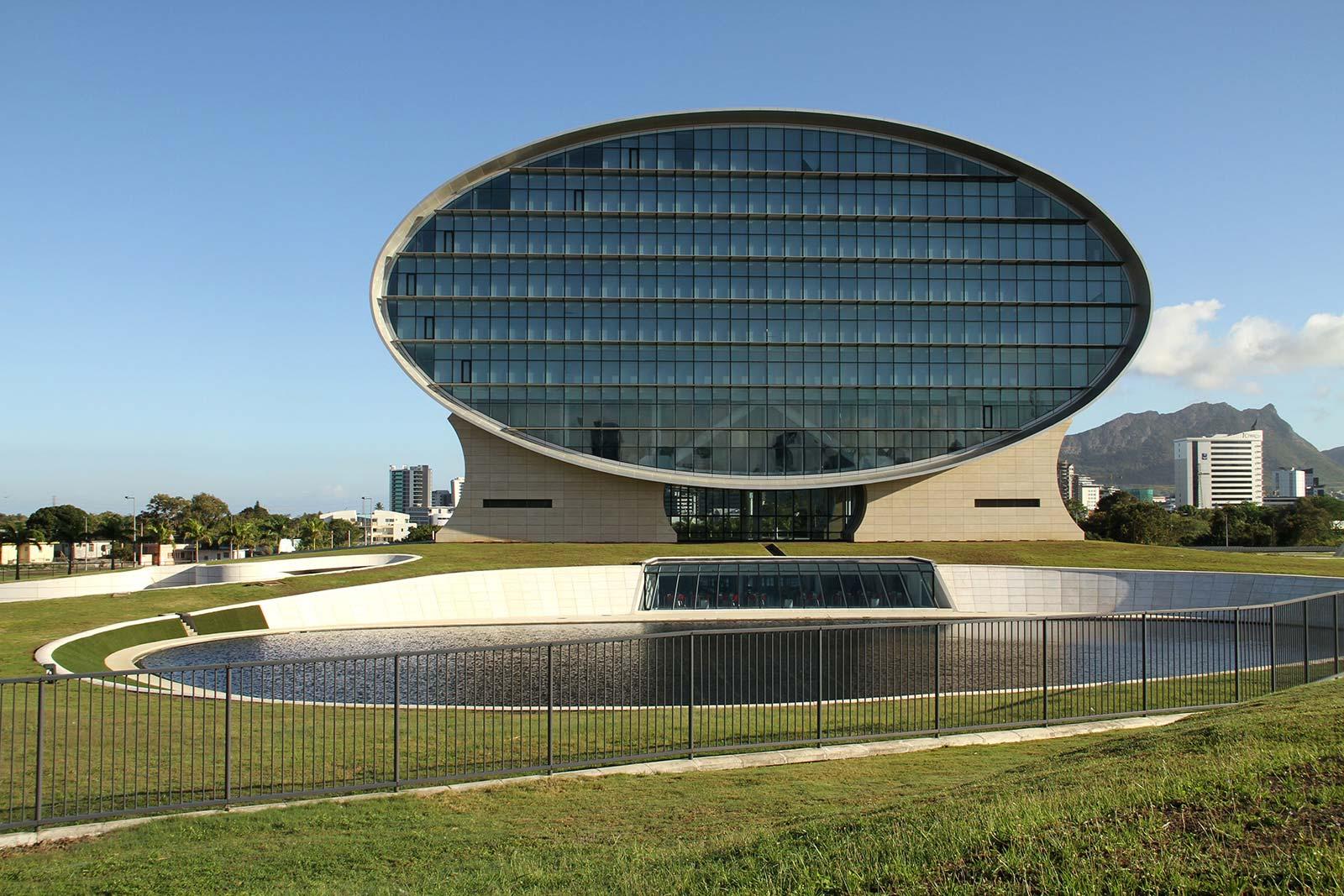 the-mauritius-commercial-bank-ebene_jean-francois-koenig-grass