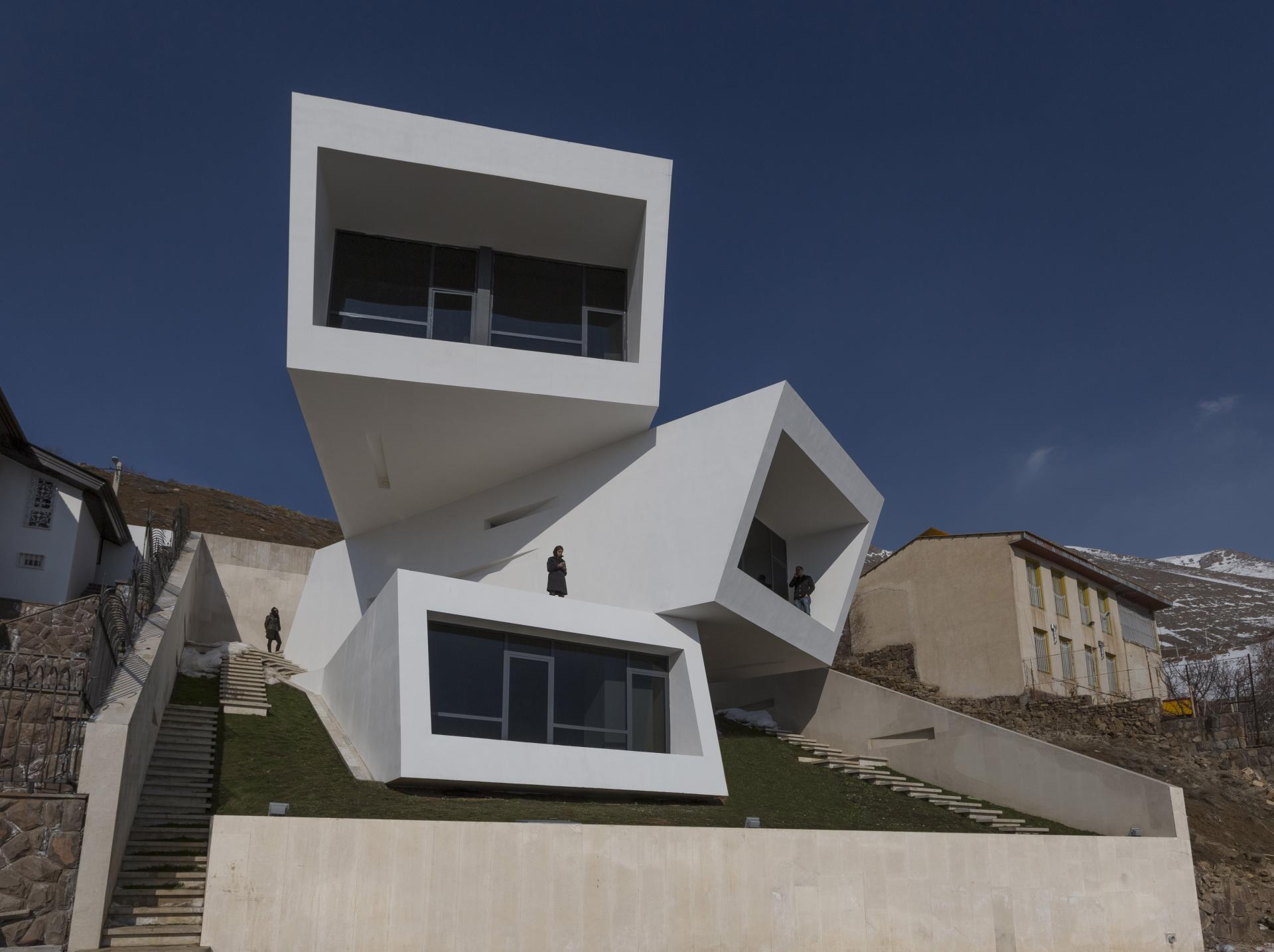 MOSHA HOUSE 02