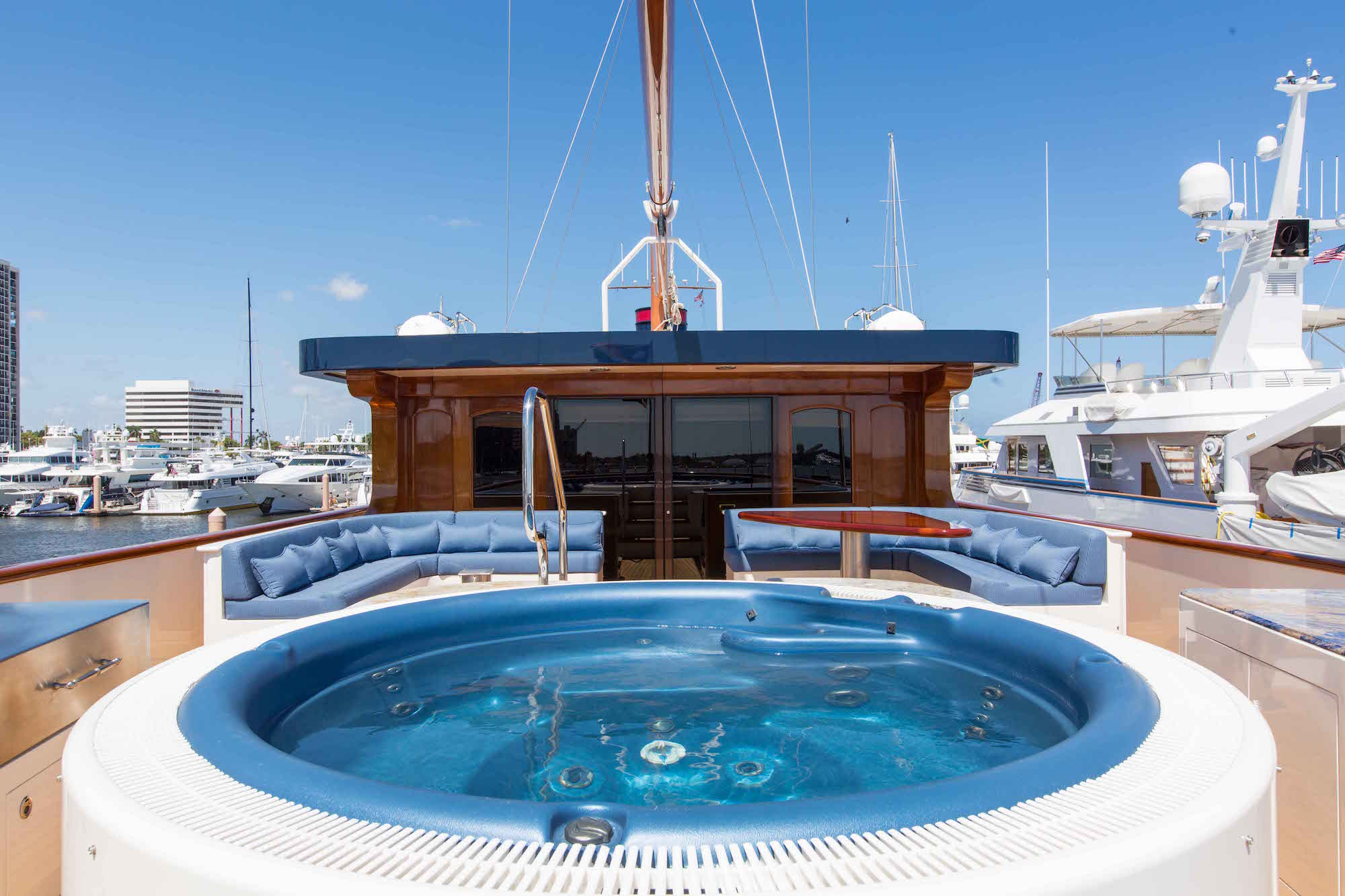 bread-yacht-interior-15-jacuzzi