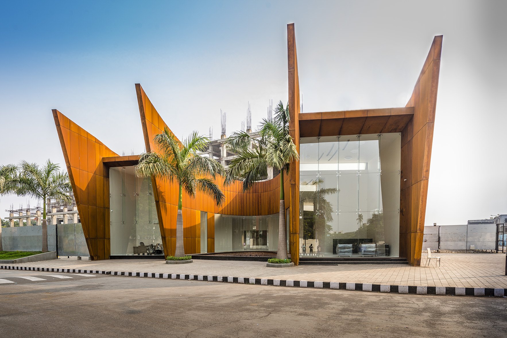 THE CRESCENT IN INDIA BY SANJAY PURI ARCHITECTS | livin spaces