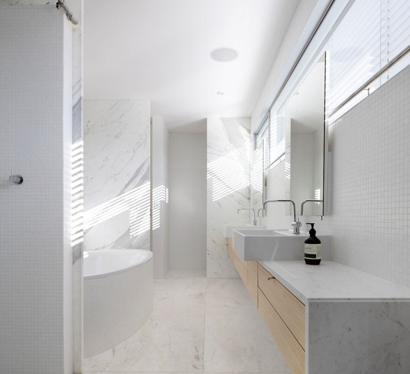 Inspiration for creating a minimalist bathroom livin spaces - Bathrooms small spaces minimalist ...